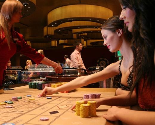 Poker set in uae